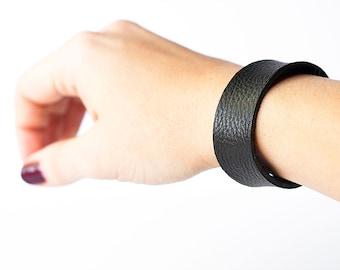 Leather Bracelet / Slim Cuff / Black Night
