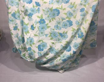 Vintage, sheet, twin, fitted, two shades of blue flowers, floral, bedding, linens, fabric, fitted sheet, vintage sheet, Fashion Manor