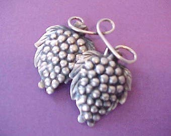Lovely Sterling Silver Vintage Brooch with Lush Clusters of Grapes
