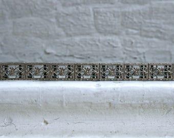 Lovely Deco Vintage 10K White Gold Filigree Bracelet.