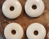 Snow Quartz Donuts 32 mm - 4  pieces SQ41E