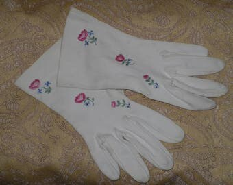 White Gloves Wrist Length Day Evening Embroidered Pink Flowers Decorated Vintage
