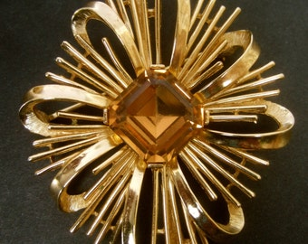 TRIFARI Elegant Topaz Crystal Gilt Star Burst Brooch c 1970