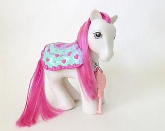 Vintage My Little Pony Pretty Puff, Secret Surprise Pony with Key G1, White Pony with Cape or Saddle, Gifts for Girls, 1990s Toy, Hasbro Toy