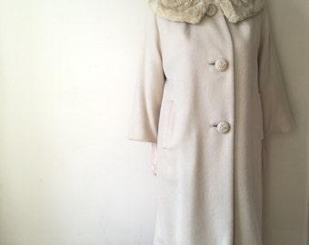 Ivory wool coat with blonde fur collar | vintage 50s coat from Frances Khan, Danville VA | medium