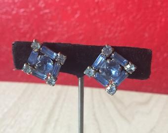 Pretty Vintage Blue Rhinestone Screwback Earrings