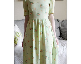 Vintage 1940s floral apple green rayon crepe summer dress xs