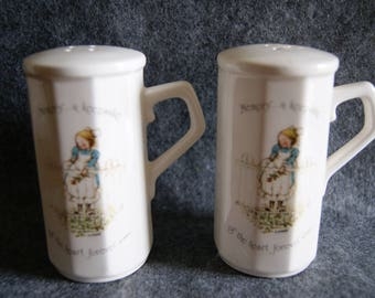 Vintage 1974 HOLLY HOBBIE Ceramic Memory A Keepsake Of The Heart Forever Salt And Pepper Shakers
