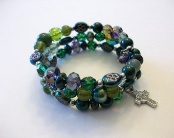 Celtic design bracelet features Irish shamrock beads and a Celtic cross charm.
