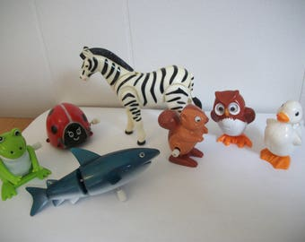 Free Shipping*** Lot of Vintage Plastic Wind-Up Toys Wind Up Google Eyes Hans Shark Frog Tomy Owl Mixed Media Mini Miniatures Diorama