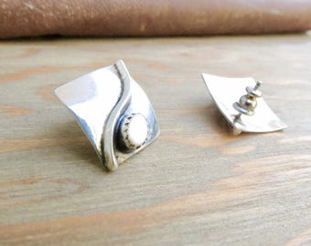 silver square earrings - White Mother of pearl - flat square - Silver plated - Square earrings