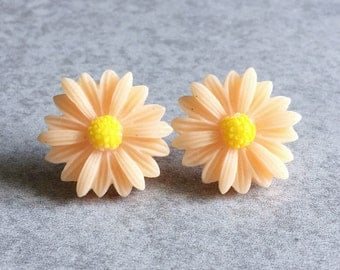Peach Daisy Earrings - Silver Plated Stud Posts, 22mm Resin Roses, Lemon Yellow Center, Daisies, Flowers, Light Pink, Bridesmaid Jewelry