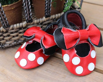 Minnie Mouse baby moccasins/Minnie baby shoes/Minnie Mouse baby shoes/Baby girl moccasins/ Baby girl shoes/ Leather moccasins/ Baby shoes