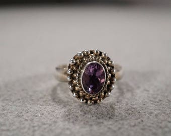 Vintage Sterling Silver Band Ring Oval Bezel Set Amethyst Raised Relief Beaded Frame Setting Art Deco Style,Size 6