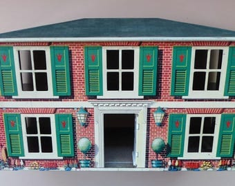 Cute 1950s British METTOY Tin Vintage Doll's House and Garage. Nice clean condition. Highly Collectable.