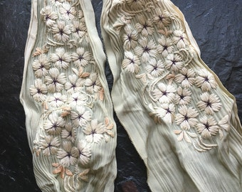 "Antique Embroidered Floral Belt or Sash // 6x40"" > Victorian, Edwardian, early 1900s > scrap for reuse"