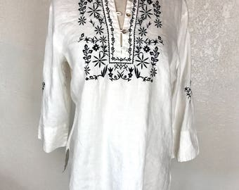 SALE!!  White Irish linen tunic with bkack embroidery and 3 quarter sleeve XL