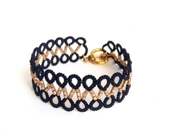 Black and gold beaded lace bracelet | tatted cuff made in Italy | tatting jewelry | fiber jewelry | frivolité | black lace