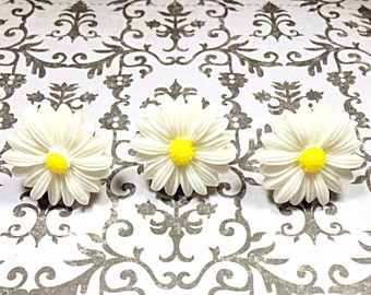 Jumbo Kawaii daisy flower push pins - thumb tacks