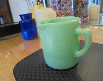 Jade/Green Measuring/ 3-Spout Cup