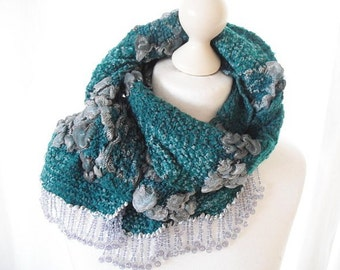 Wool scarf in teal with Pearl