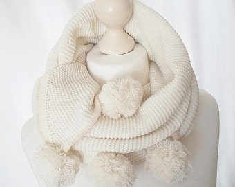 XL scarf in cream with pompons of knitting