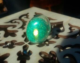 Adjustable green glitter resin ring