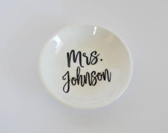 Mrs Ring Dish, Bride Ring Holder, Wedding Ring Holder, Wedding Ring Dish, Ring Holder, Ring Dish, Jewelry Holder, Future Mrs Ring Tray