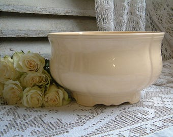 Vintage french pale yellow creamware salad serving bowl. Antique light yellow ironstone serving bowl. Jeanne d'Arc living. Nordic living