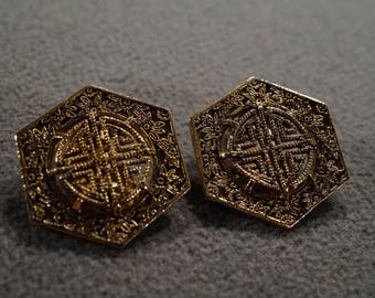 Vintage Asian Style Yellow Gold Tone Octagonal Design Etched Designer Signed Sarah Coventry Clip On Earrings Jewelry  -K#49