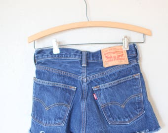 vintage 1980's distressed cut off levis 501 button fly  jean shorts 28