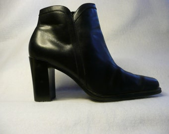 Vintage 80's WhiteMt. Black Leather Ankle Boots  Size 7 M