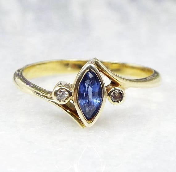 SALE! Vintage Art Deco Dainty 14ct Gold Blue Sapphire and Diamond Trilogy Ring Size K