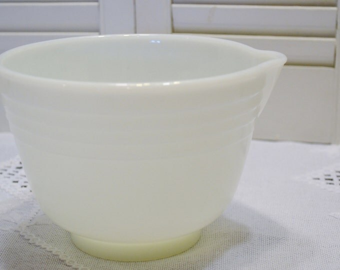 Vintage Pyrex Hamilton Beach Mixing Bowl Milk Glass Pouring Spout Batter Bowl Retro Kitchen Replacement PanchosPorch