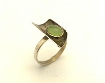 Gemstone Light Green Prehnite Oval Vintage 925 Sterling Silver Ring