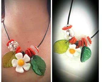 Leaf necklace daisies flowers