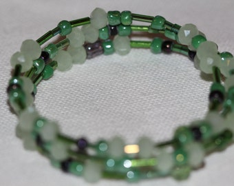 Green glass beaded memory wire bracelet