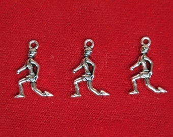 "5pc ""runner"" charms in antique silver style (BC1155)"
