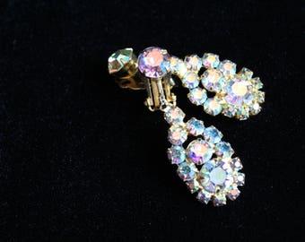 Champagne Gold AB Aurora Borealis Rhinestone Dangle Earrings D & E Juliana Clip Back 1950s Confirmed Collectible Delizza Elster Crystal Drop