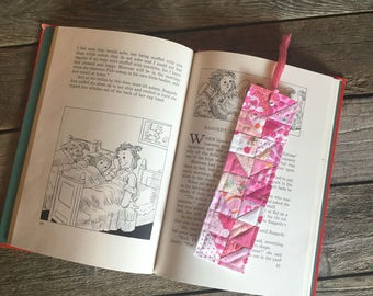 Quilt Block Bookmark, Pink flying geese pattern