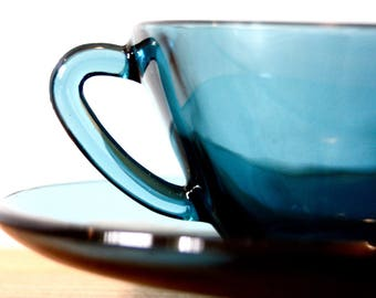 Six glass cups and saucers by Vereco, in blue.
