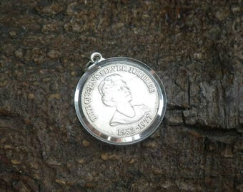 Vintage Sterling Silver Queens Silver Jubilee Necklace Pendant