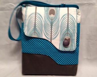 Adult purse: Blue feather bag with magnet closure, front and inside pocket and adjustable strap