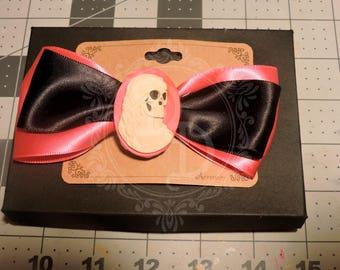 Pink & Black skull cameo bow clip