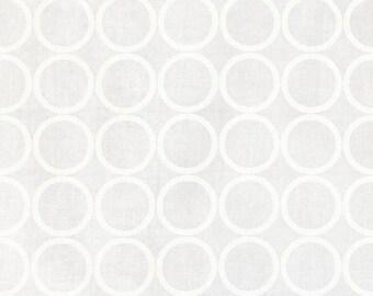 Sale Robert Kaufman, Metro Living, Circle Print in Snow White on White, Rings