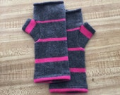 cashmere fingerless gloves / wrist warmers / driving gloves in dark gray and green