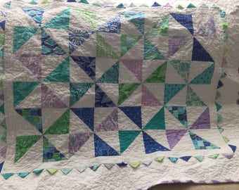 Blue and Lavender Multicolor pinwheel quilt with prairie points