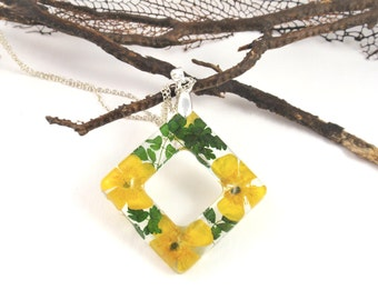 Botanical Pendant, Resin Jewelry, Real Flower Resin jewelry,  Pressed flower Necklace, Nature charm, Nature jewelry, Buttercup and fern