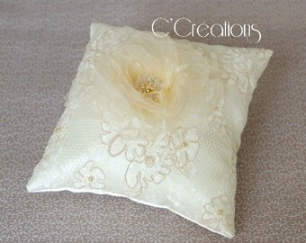 Ring Pillow Lace of Calais and Flower of organza, ivory satin and crystal