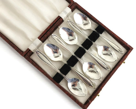 6 Art Deco silver plated teaspoons in original wooden box, made in England, circa 1930s